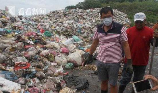 老人7万假牙当垃圾丢 清洁队从垃圾山中找回(图)