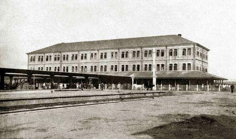 上世纪30年代的浦口站站台与站房(刘建春/供图 )