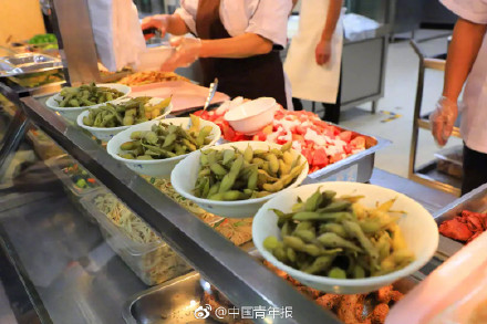 视频:这所大学火了 种毛豆大丰收请全校师生免费吃