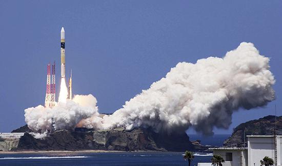 当地时间2018年6月12日,日本鹿儿岛县,一枚H2-A火箭搭载一颗情报收集卫星从鹿儿岛县的种子岛宇宙中心成功发射,将卫星送入预定轨道。东方IC 图