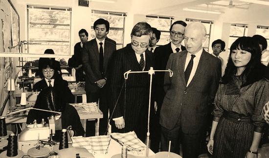 时任香港总督尤德在香港。图自香港特别行政区政府网站