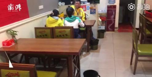 视频|两留守女孩离家欲做童工 外卖哥劝返学
