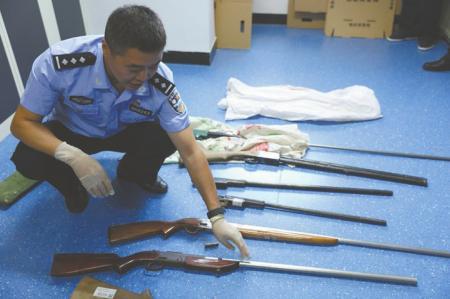 警方查获的制贩枪支。