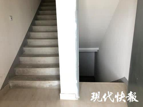 小区15栋楼梯间