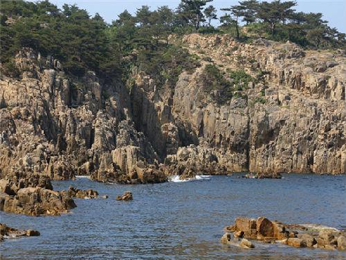 朝鲜闻名遐迩的旅游胜地金刚山。(新华社)