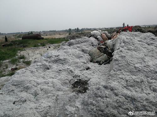 大沙河定州段河堤堆满产业废渣