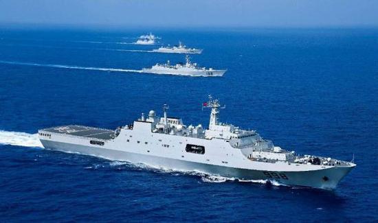 资料图片:中国海军071型船坞登陆舰与护航编队。(图片来源于网络)