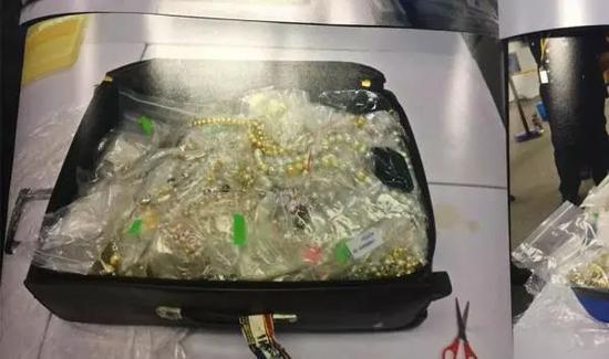 部分警方所扣纳吉布的财物。