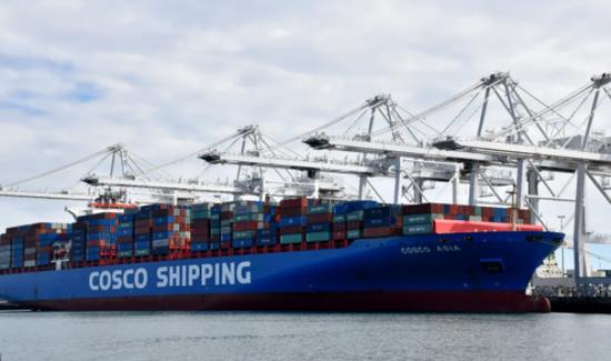 ▲资料图片:中国货轮停靠在美国加利福尼亚州长滩港。新华社记者 李颖 摄