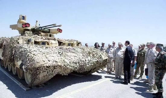 ▲图为叙总统阿萨德访问驻叙俄军赫梅米姆空军基地
