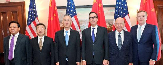 中美两国代表在华盛顿就双边经贸磋商(图自姆努钦推特)