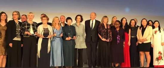 """张弥曼在""""世界杰出女科学家""""颁奖礼上。本文图片均来自""""中国科学院大学""""微信公众号"""