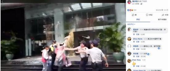 """李承龙等人赴""""日台交流协会""""泼漆抗议。脸书截图"""
