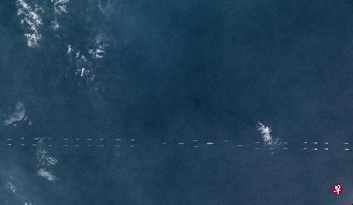 这张摄于3月26日的卫星照片显示,浩浩荡荡的中国航母编队已经进入了南海。(新加坡《联合早报》)