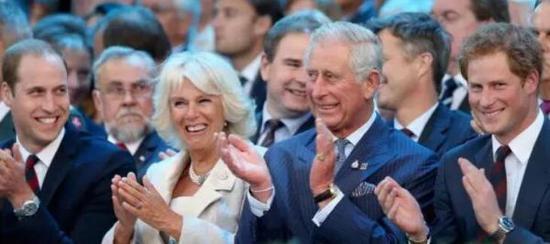 (左起)威廉王子、卡米拉、查爾斯、哈里王子(圖片來自《國際商業時報》網站)