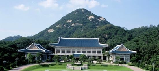 图为韩国总统府青瓦台