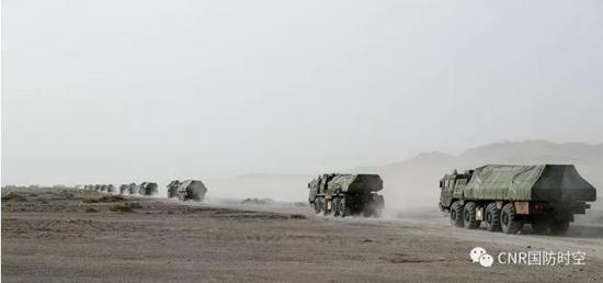 火炮卸载后,迅速向集结地域机动。