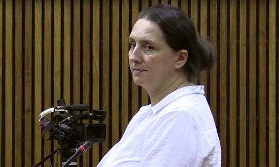 莫姆伯格接受庭审。来源:YouTube截屏