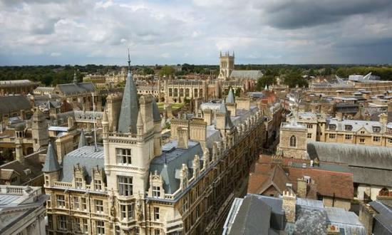 剑桥大学三一学院是最富有的学院(图片来自《卫报》英文网)