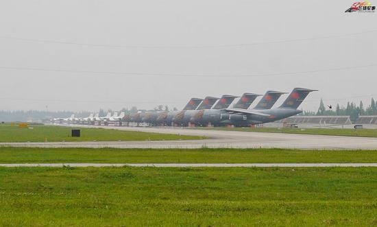 驻扎在四川邛崃的运-20机队 图源:飞扬军事