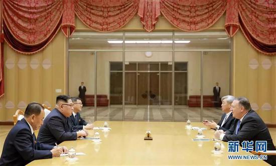 ▲朝中社5月10日提供的照片显示,5月9日,朝鲜最高领导人金正恩(左二)会见来访的美国国务卿蓬佩奥(右一)。