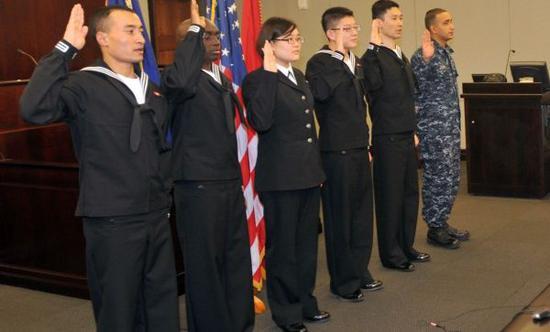 圖爲美海軍中的移民軍人