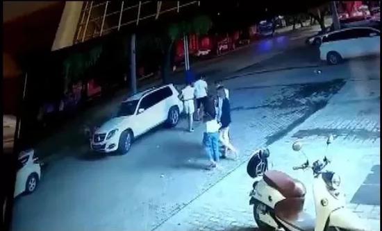 视频-20岁女幼师命丧湖中 事发前监控曝光:遭多