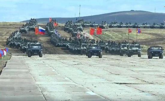 图为中俄蒙三国的参演装备