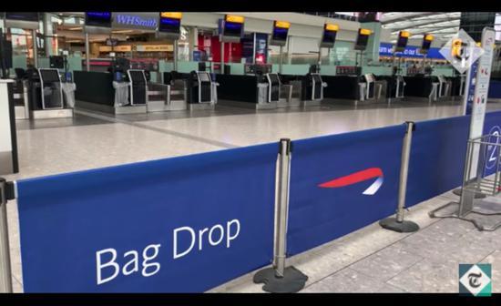 倫敦希斯羅5號航站樓英航值機櫃臺前空無一人(圖片來源:Youtube)