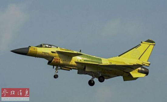 资料图:网上流传的歼-10C战机试飞照片。