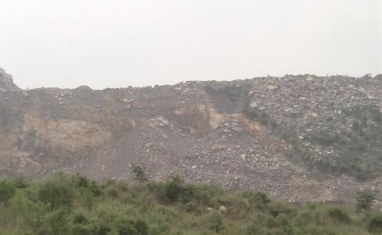 图1 新乡市孟电集团水泥有限公司开采现场(检查时已停工)