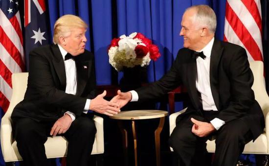 资料图片:2017年5月,特朗普与特恩布尔在纽约举行会晤。(美联社)