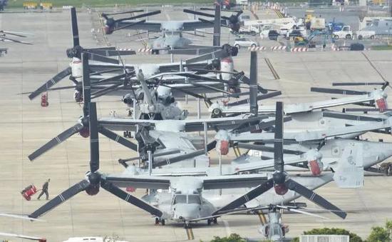 ▲普天间基地上停满美军的鱼鹰战机