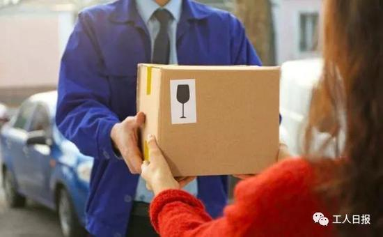 快递实名制是指寄件人需要出示身份证、登记个人信息,已于2015年底正式推行。
