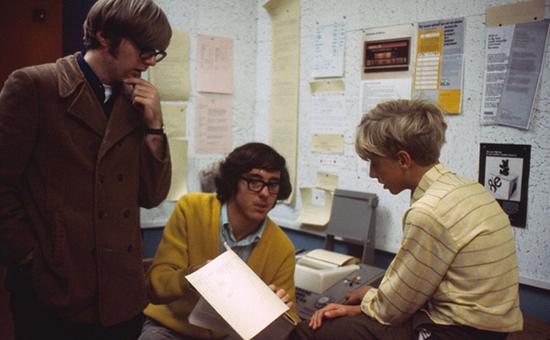 比尔·盖茨博文中展示自己和保罗·艾伦高中时的照片:左一为保罗·艾伦,右一为比尔·盖茨。