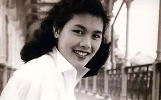 ·年轻时的诗丽吉堪称女神级别的存在。