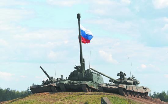 俄产T-80、T-90主战坦克。