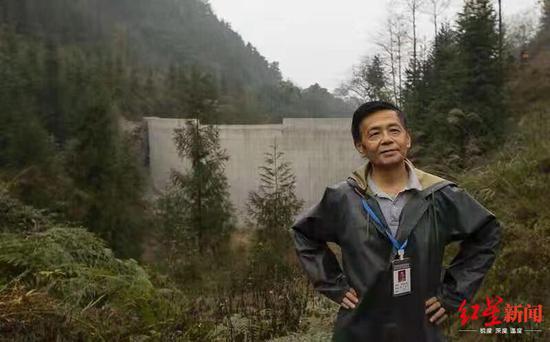 张晓清在斯栗村留影。受访者供图