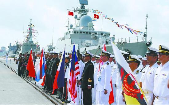 """22日,中国—东盟""""海上联演—2018""""演习在广东湛江拉开帷幕。这是中国与东盟首次组织海上联合军事演习。"""