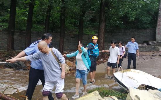北京密云强降雨 警方紧急排险安全转移866人|景区|救援