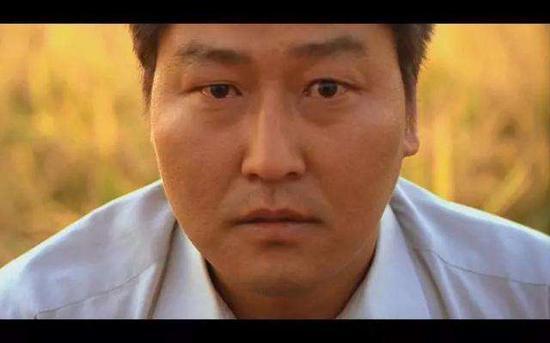 《杀人回想》最初一个镜头。