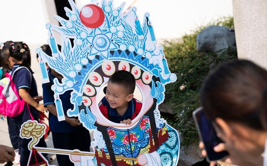 小伴侣取园专园内的戏直讲具开影。拍照/新京报记者 陶冉
