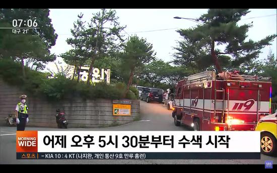 警方于7月9日下午5点30分开始在首尔市卧龙公园进行搜救。(图片来源SBS News)