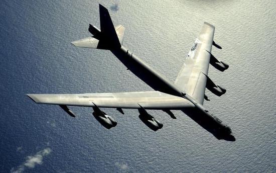 美国B-52战略轰炸机