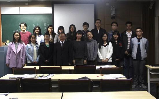 """张元老师为""""文化中国""""学员授课"""
