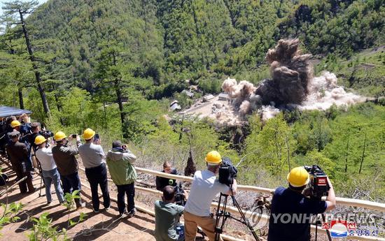 5月24日,朝鲜废弃丰溪里核试验场,多国记者见证