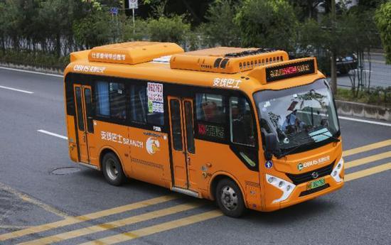 资料图片:深圳街头的电动公交车。(香港《南华早报》网站)