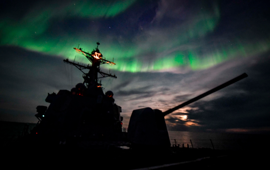 阿利伯克级驱逐舰奥斯卡·奥斯丁号DDG-79在北大西洋北极圈附近巡航 图源:美国海军