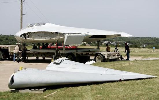 被拆解的A-12隐身进犯机