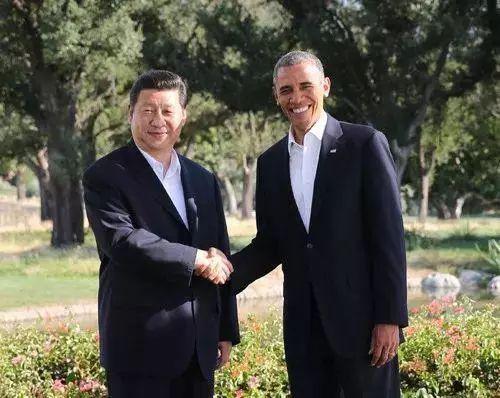 2013年,习近平曾在美国加州安纳伯格庄园与时任美国总统奥巴马举行非正式会晤(图片来源:央视新闻)